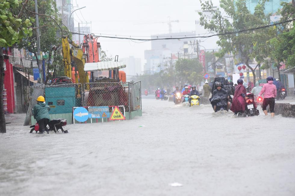 Những hình ảnh Sài Gòn mênh mông biển nước - Ảnh 12
