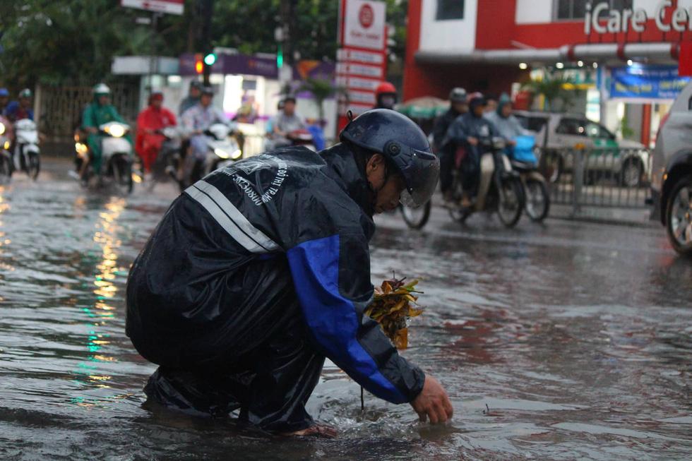 Những hình ảnh Sài Gòn mênh mông biển nước - Ảnh 4