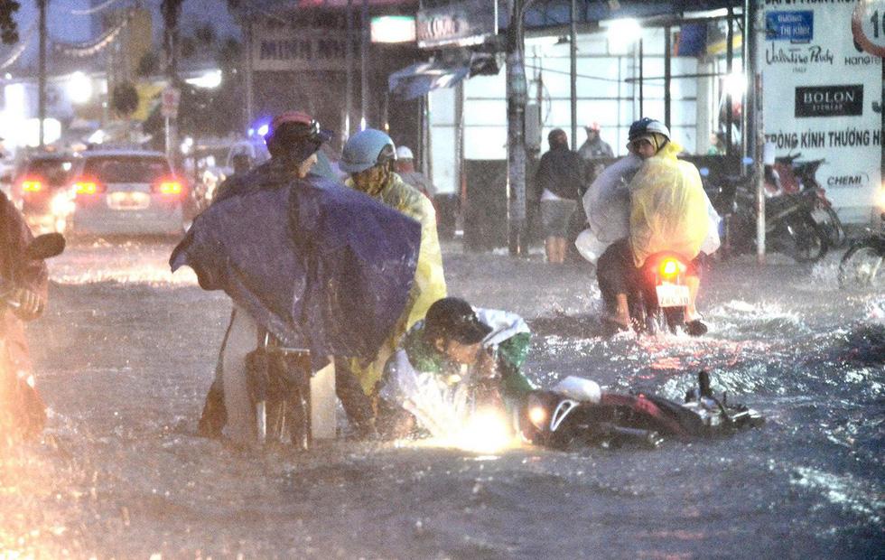 Những hình ảnh Sài Gòn mênh mông biển nước - Ảnh 5