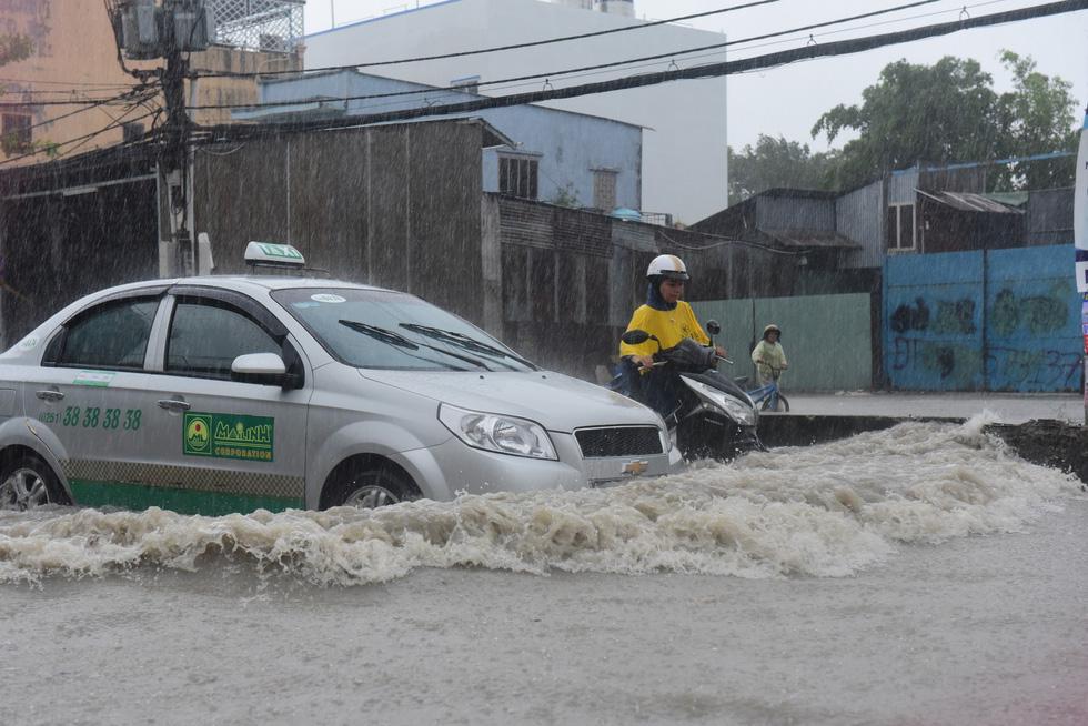 Những hình ảnh Sài Gòn mênh mông biển nước - Ảnh 6