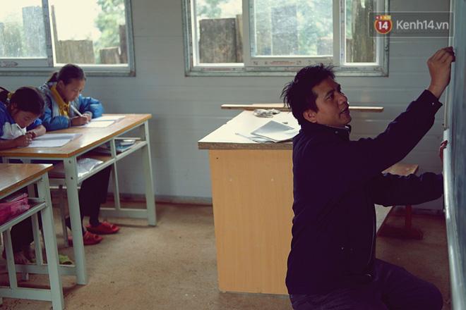 Cảm động câu chuyện thầy giáo mỗi tuần vượt 200km từ đồng bằng lên núi cao để dạy chữ - Ảnh 3