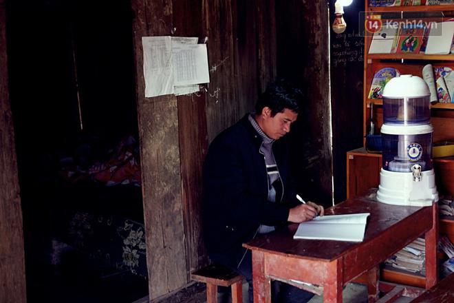 Cảm động câu chuyện thầy giáo mỗi tuần vượt 200km từ đồng bằng lên núi cao để dạy chữ - Ảnh 5