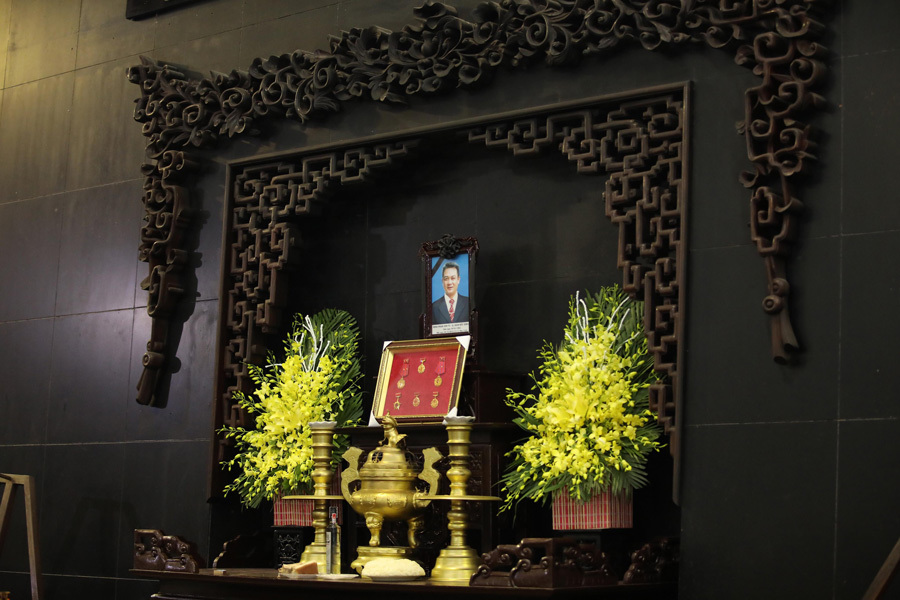 Vợ và con trai khóc nghẹn trong đám tang của NSND Anh Tú - Ảnh 1
