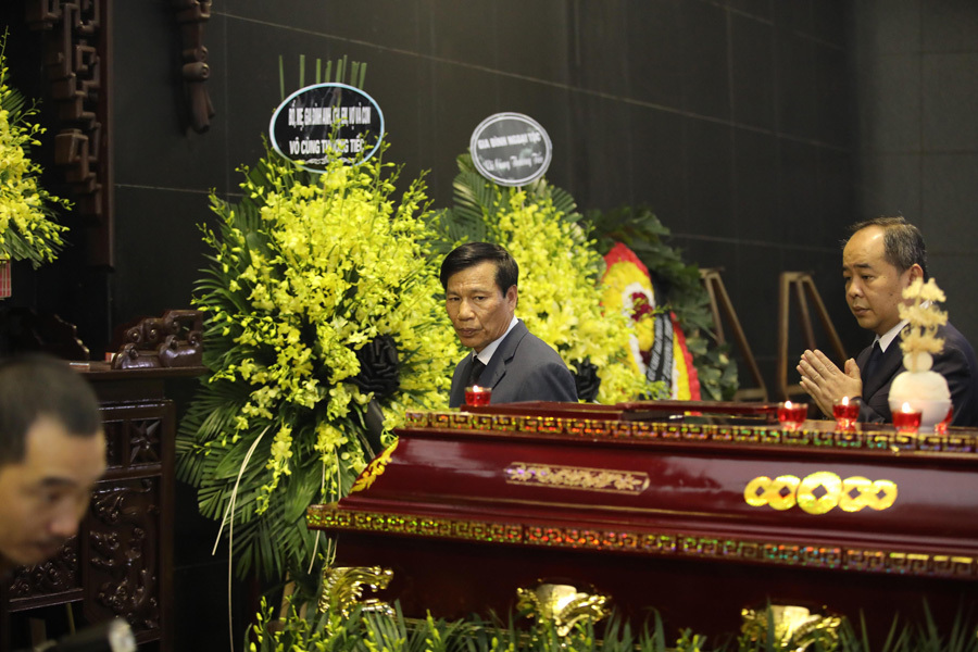 Vợ và con trai khóc nghẹn trong đám tang của NSND Anh Tú - Ảnh 2