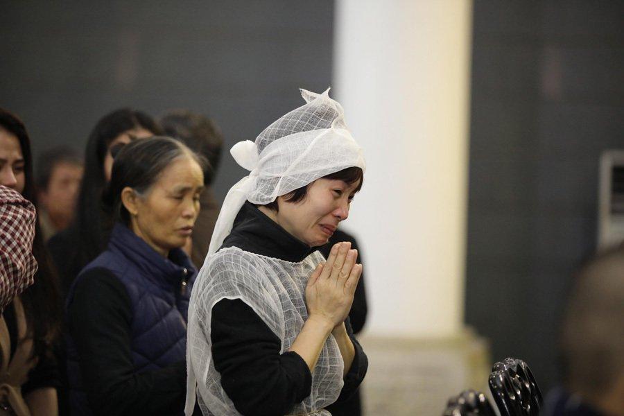 Vợ và con trai khóc nghẹn trong đám tang của NSND Anh Tú - Ảnh 3