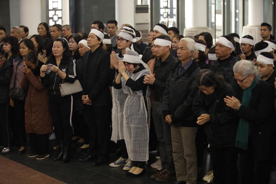 Vợ và con trai khóc nghẹn trong đám tang của NSND Anh Tú - Ảnh 5