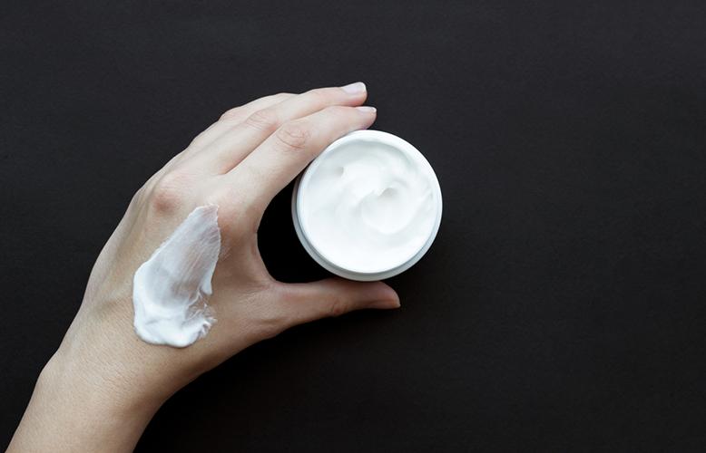 Tự tay làm lọ kem dưỡng ban đêm này để dùng, nếp nhăn mờ hẳn, da mặt mịn căng, trắng hồng sau thời gian ngắn - Ảnh 1