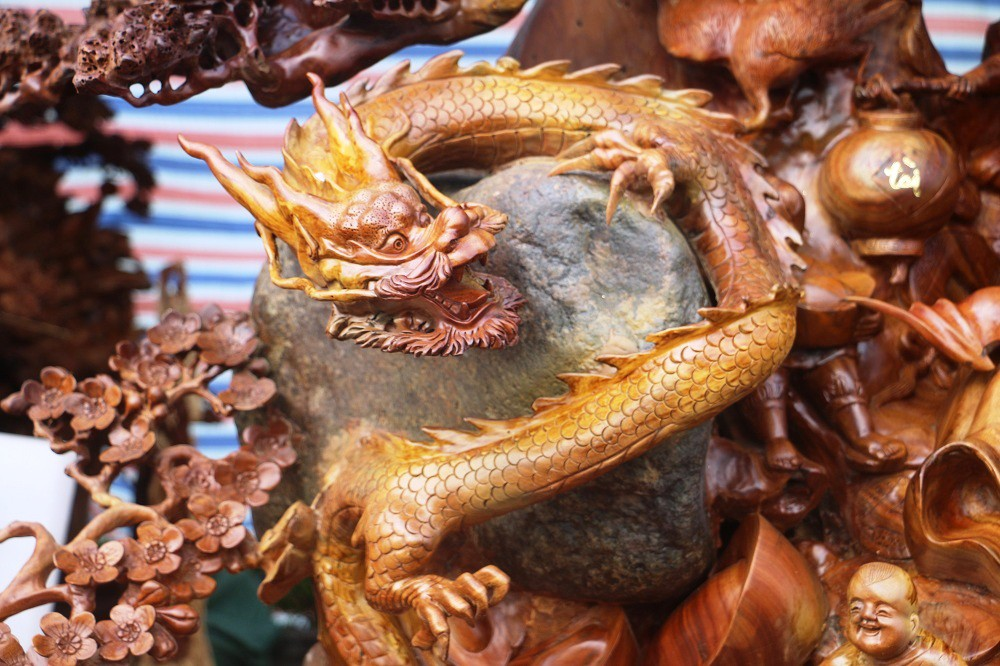 Chiêm ngưỡng bức tượng Phật Di Lặc bằng gỗ hương nặng 3,5 tấn, rao bán 1,2 tỷ ở chợ Tết Thanh Hóa - Ảnh 3