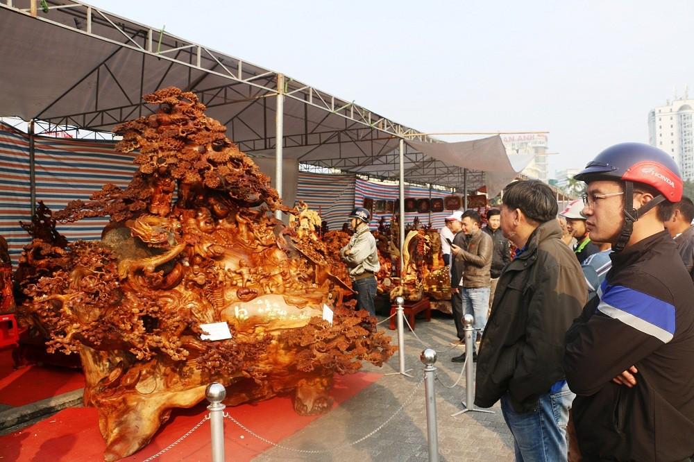 Chiêm ngưỡng bức tượng Phật Di Lặc bằng gỗ hương nặng 3,5 tấn, rao bán 1,2 tỷ ở chợ Tết Thanh Hóa - Ảnh 4