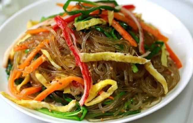 Có một món ngon ngày Tết độc nhất vô nhị ở Hàn Quốc mà lại gần giống người Việt, chị em không biết thì phí - Ảnh 1