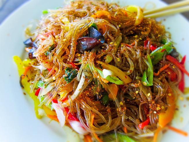Có một món ngon ngày Tết độc nhất vô nhị ở Hàn Quốc mà lại gần giống người Việt, chị em không biết thì phí - Ảnh 11