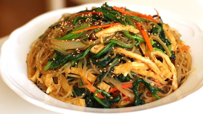 Có một món ngon ngày Tết độc nhất vô nhị ở Hàn Quốc mà lại gần giống người Việt, chị em không biết thì phí - Ảnh 3