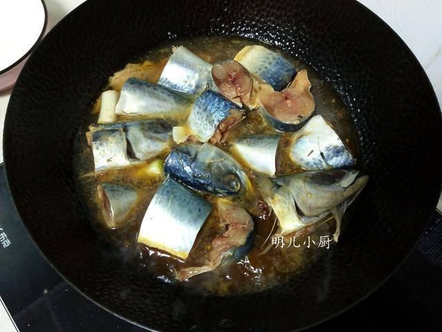 Kho cá đừng cho đường trực tiếp, hãy tạo màu kiểu này cá mới ngon, lên màu đẹp - Ảnh 4