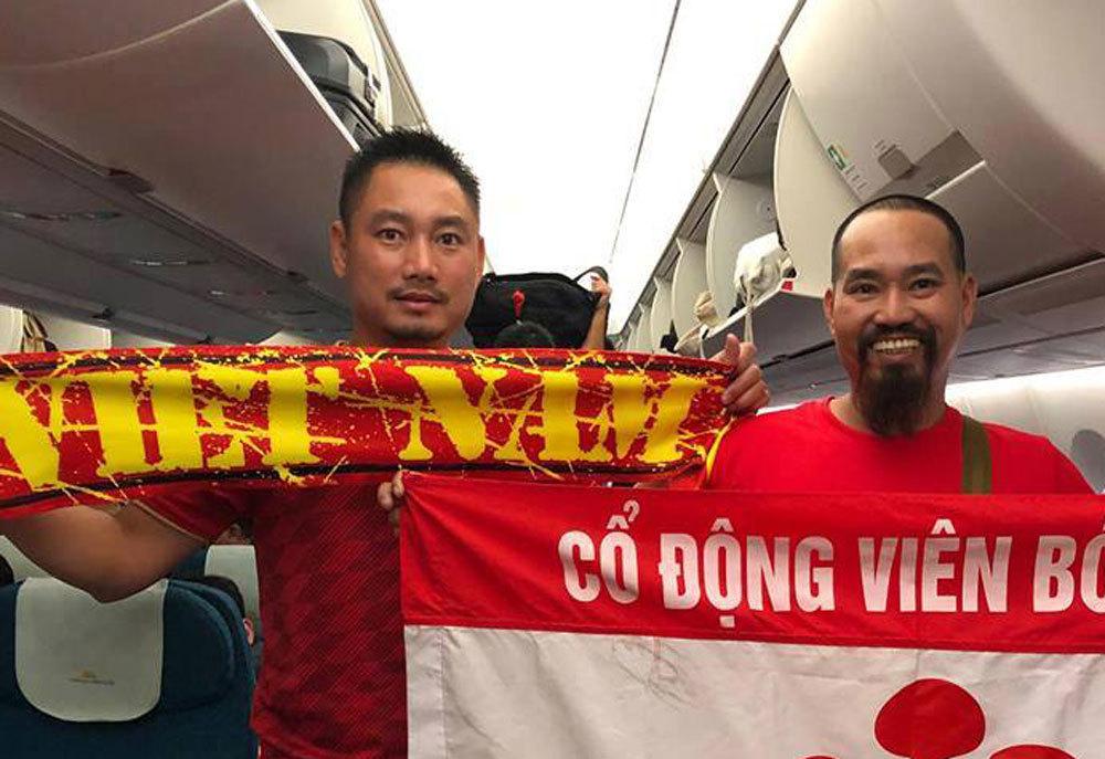 Loạt sao Việt diện áo đỏ sao vàng hứng khởi lên đường cổ vũ đội tuyển Việt Nam - Ảnh 8