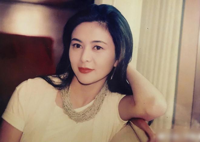 Ngỡ ngàng trước nhan sắc thời trẻ của nữ diễn viên U60 đứng đầu danh sách 'Top mỹ nhân đẹp nhất thế giới' - Ảnh 2
