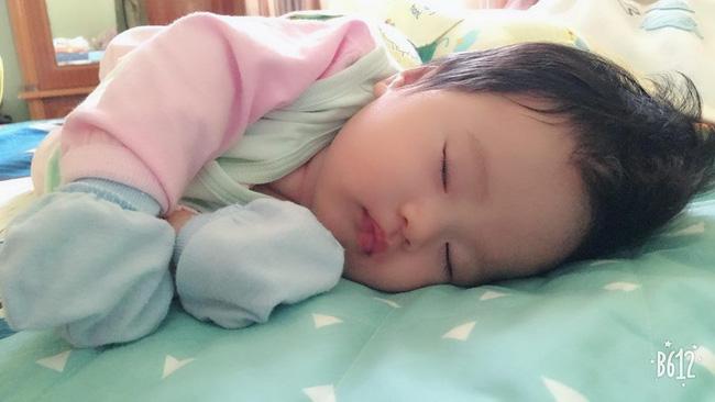 Nhờ hiểu rõ tiếng khóc của con, giúp con tự điều chỉnh, mẹ trẻ luyện con ngủ xuyên đêm chỉ sau 2 tuần - Ảnh 1