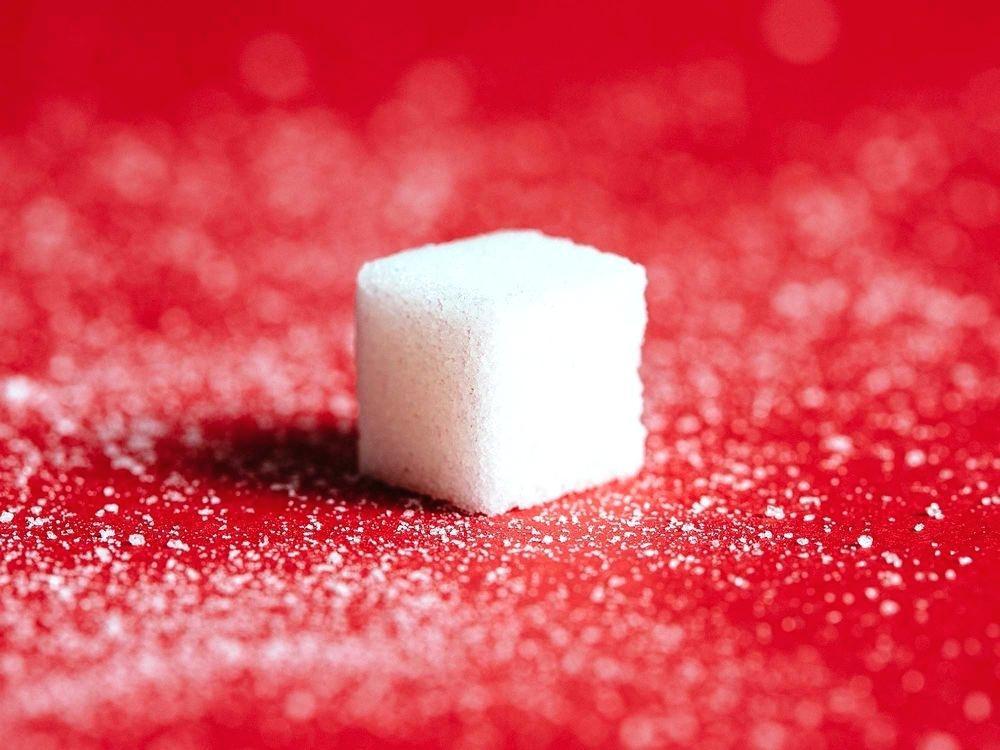 Những dấu hiệu ngầm cảnh báo cơ thể bạn đang tiêu thụ đường quá mức - Ảnh 1