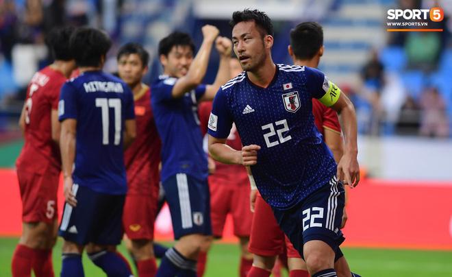 Sự kiện lịch sử ở Asian Cup: Pha ghi bàn đầu tiên không được công nhận vì sự can thiệp của VAR - Ảnh 1