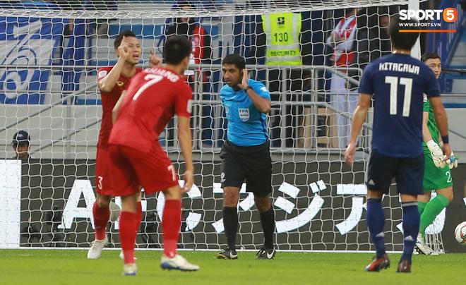 Sự kiện lịch sử ở Asian Cup: Pha ghi bàn đầu tiên không được công nhận vì sự can thiệp của VAR - Ảnh 2