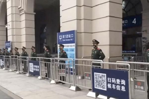 11 triệu dân Trung Quốc đón Tết ngay tâm dịch bệnh - Ảnh 1