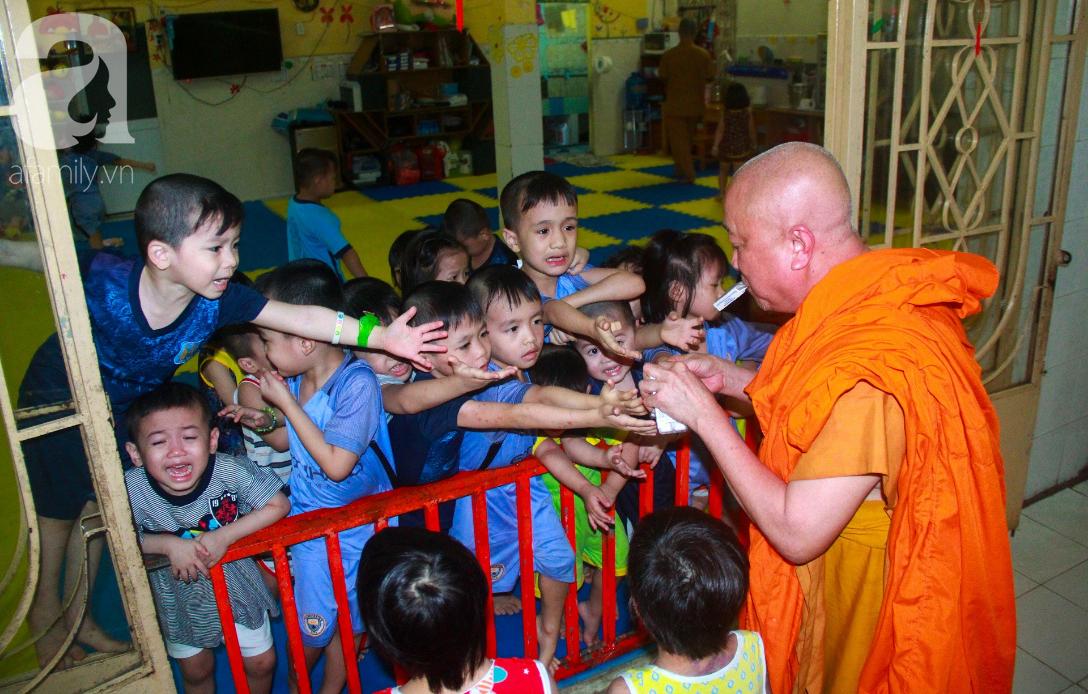 Ánh mắt cầu cứu của 232 đứa trẻ bị bố mẹ bỏ rơi, lớn lên từ vạt áo cà sa của người cha già nơi cửa Phật - Ảnh 12