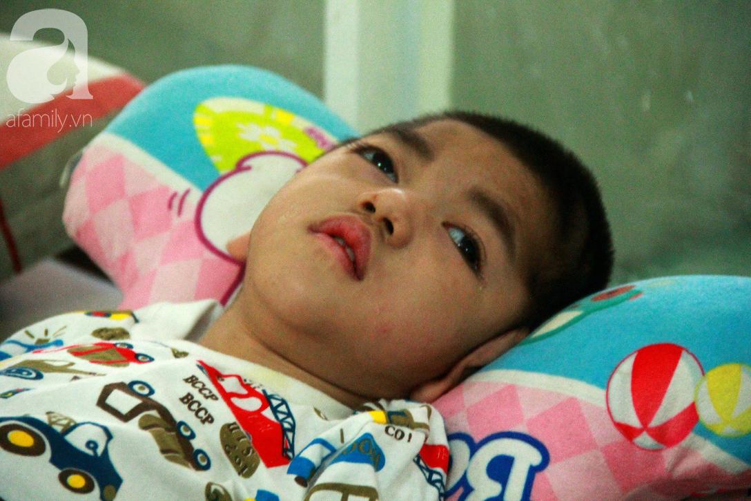 Ánh mắt cầu cứu của 232 đứa trẻ bị bố mẹ bỏ rơi, lớn lên từ vạt áo cà sa của người cha già nơi cửa Phật - Ảnh 13