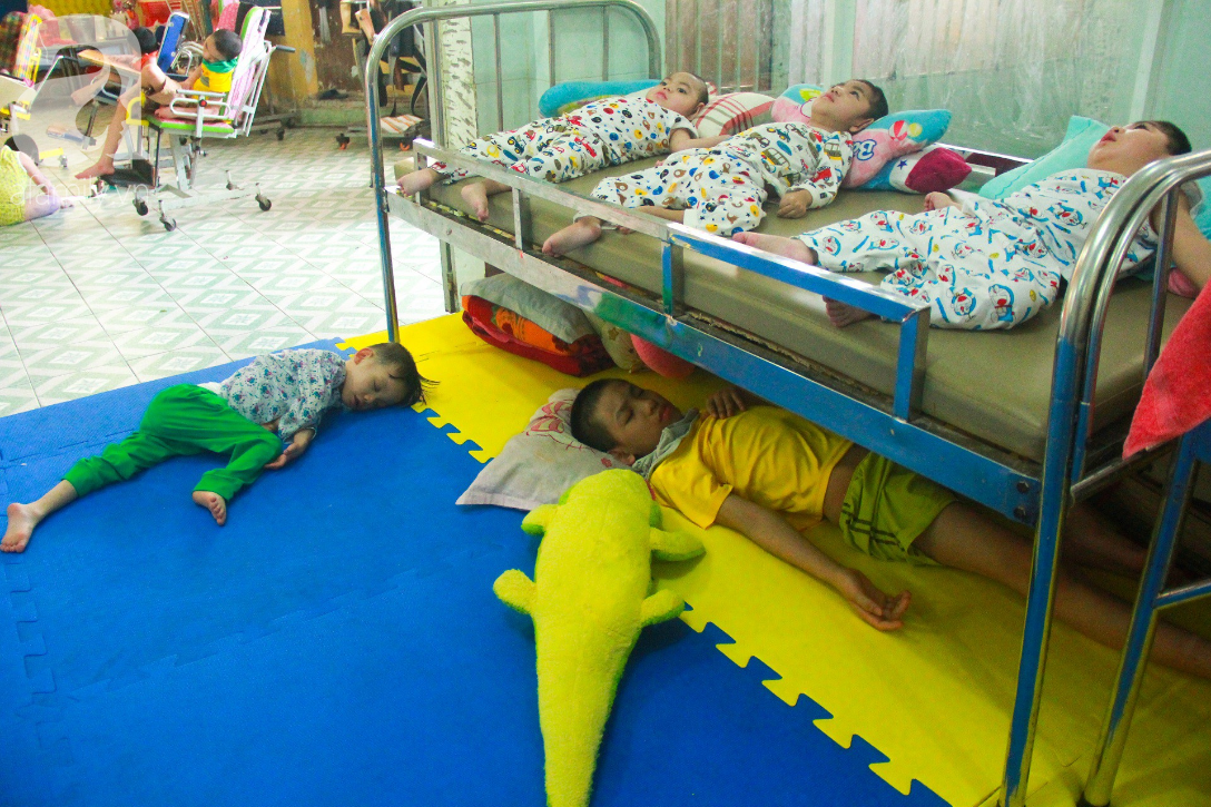 Ánh mắt cầu cứu của 232 đứa trẻ bị bố mẹ bỏ rơi, lớn lên từ vạt áo cà sa của người cha già nơi cửa Phật - Ảnh 4