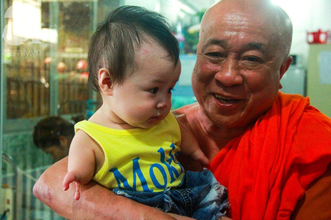 Ánh mắt cầu cứu của 232 đứa trẻ bị bố mẹ bỏ rơi, lớn lên từ vạt áo cà sa của người cha già nơi cửa Phật - Ảnh 5