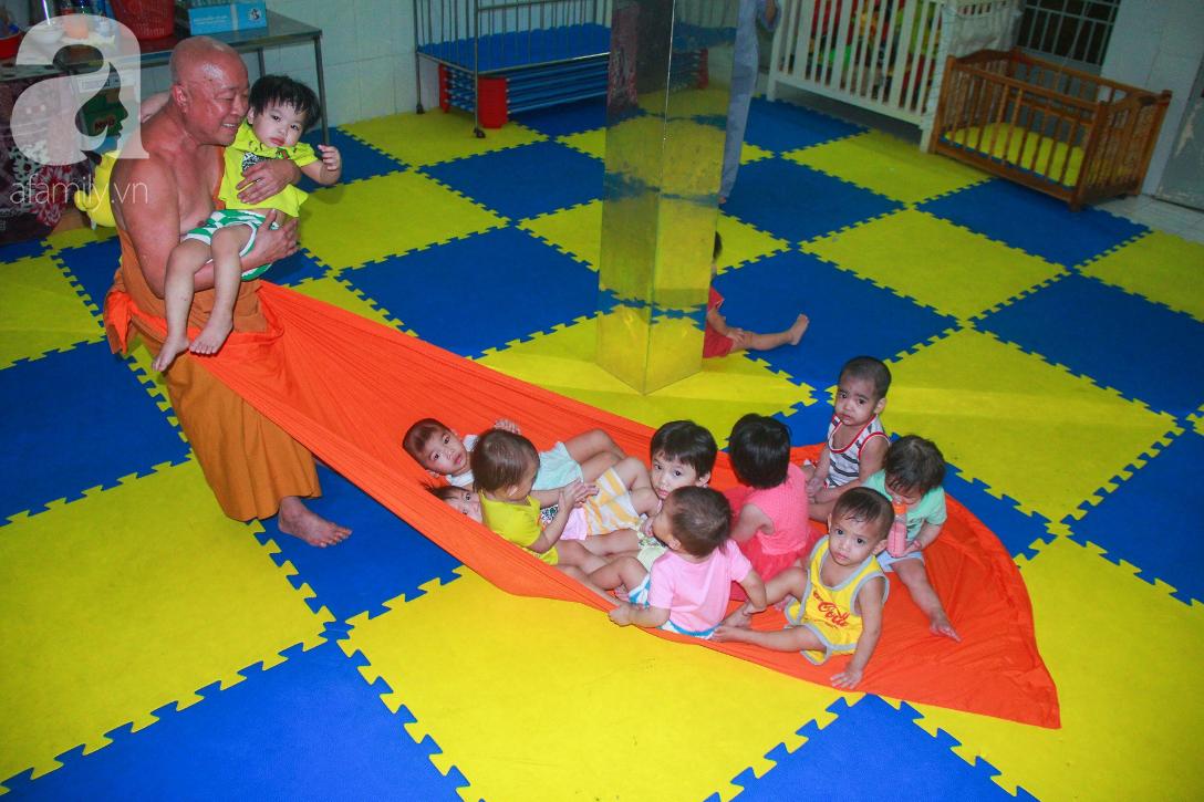 Ánh mắt cầu cứu của 232 đứa trẻ bị bố mẹ bỏ rơi, lớn lên từ vạt áo cà sa của người cha già nơi cửa Phật - Ảnh 10