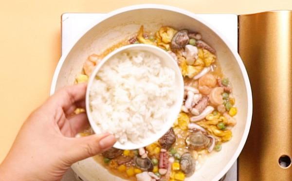Cần gì phải ra ngoài ăn cơm chiên hải sản, tự làm ở nhà còn ngon hơn nhiều - Ảnh 5