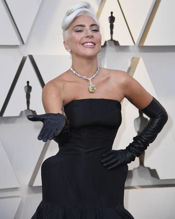 Lady Gaga đến Oscar với viên kim cương nổi tiếng nhất thế giới - Ảnh 2