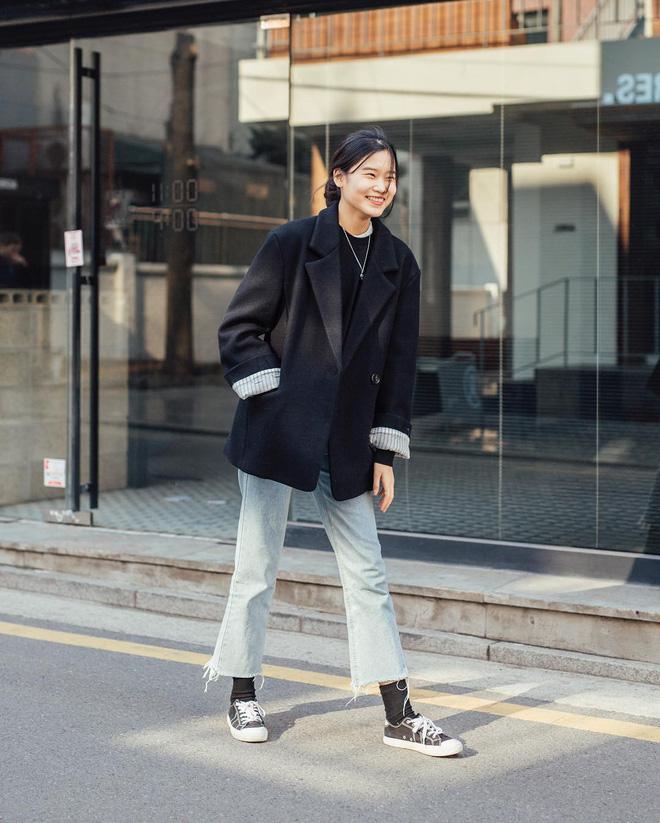 Muốn ăn mặc thoải mái mà sang, đơn giản mà vẫn trendy, bạn chỉ cần xem giới trẻ Hàn diện gì tuần qua là xong ngay - Ảnh 1