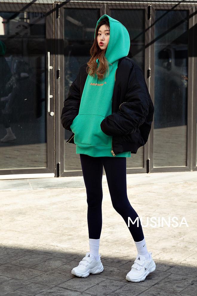 Muốn ăn mặc thoải mái mà sang, đơn giản mà vẫn trendy, bạn chỉ cần xem giới trẻ Hàn diện gì tuần qua là xong ngay - Ảnh 5
