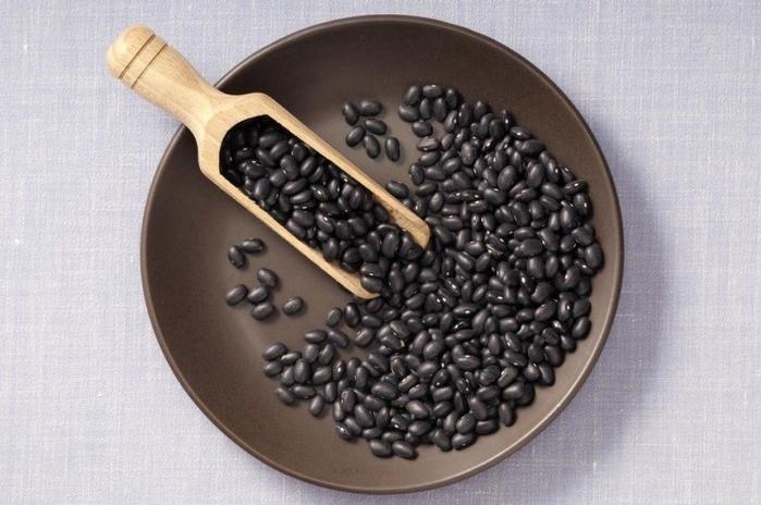 Nấu vài hạt đậu đen rang với nước nóng để uống mỗi sáng, da dẻ hồng hào, mịn màng bất chấp nắng nóng oi bức mùa hè - Ảnh 1