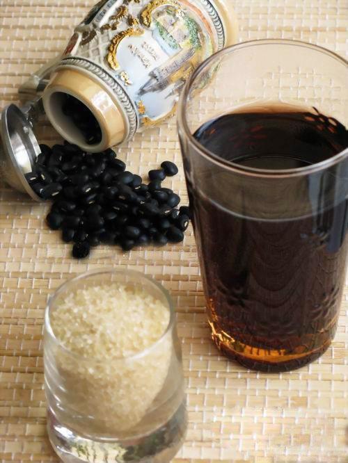 Nấu vài hạt đậu đen rang với nước nóng để uống mỗi sáng, da dẻ hồng hào, mịn màng bất chấp nắng nóng oi bức mùa hè - Ảnh 4