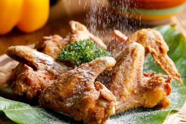 Cách làm cánh gà rang muối đơn giản, giòn rụm cực hấp dẫn - Ảnh 1