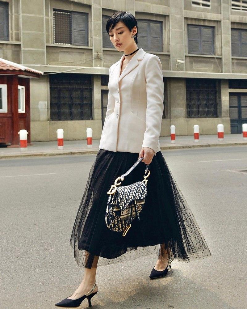 Tuyệt chiêu mix áo blazer thanh lịch của sao Việt ngày giao mùa - Ảnh 1