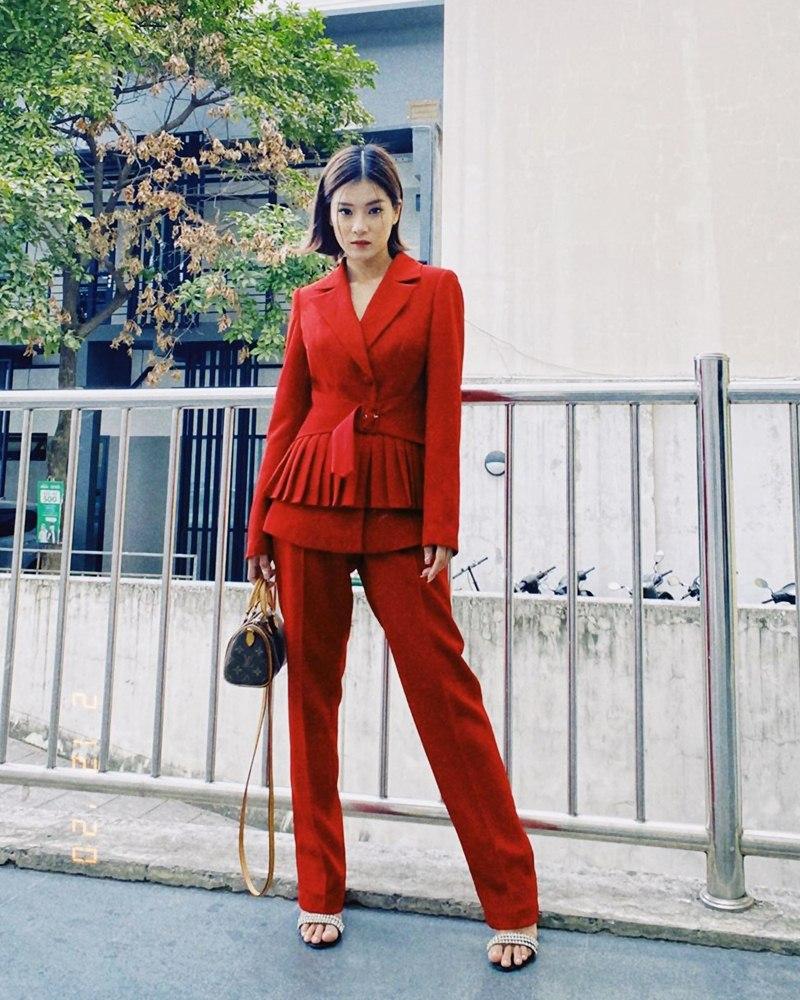 Tuyệt chiêu mix áo blazer thanh lịch của sao Việt ngày giao mùa - Ảnh 4