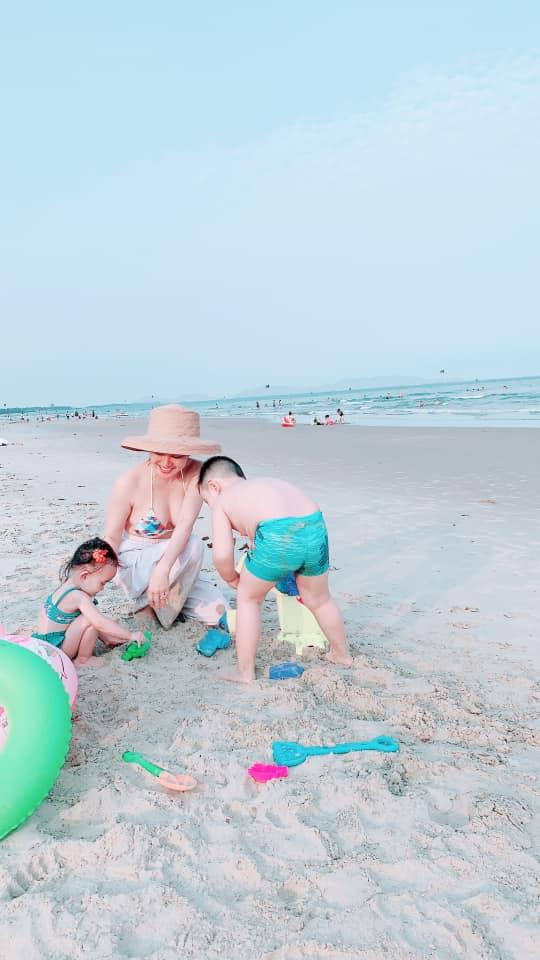 Mẹ 2 con Vy Oanh diện bikini khoe vòng 1 căng tròn, quyến rũ trước biển - Ảnh 3