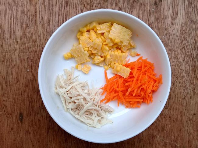 Bữa sáng muốn nhẹ bụng, hãy nấu ngay món súp gà ngon lành mà đủ chất này bạn nhé! - Ảnh 1