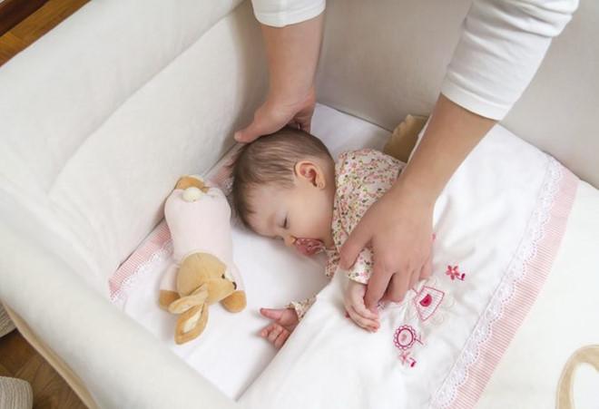 Trẻ sơ sinh 'ngủ ngày, cày đêm' mẹ phải làm sao? Lời khuyên của chuyên gia khiến mẹ chẳng cần lo lắng nữa - Ảnh 4