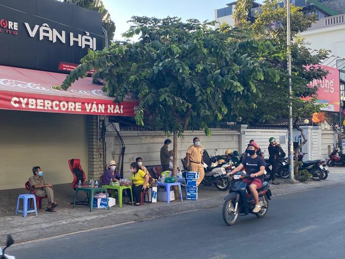 TP.HCM cách ly, tạm ngưng hoạt động phòng khám của bác sĩ ở quận Tân Phú liên quan đến dịch Covid-19 - Ảnh 1