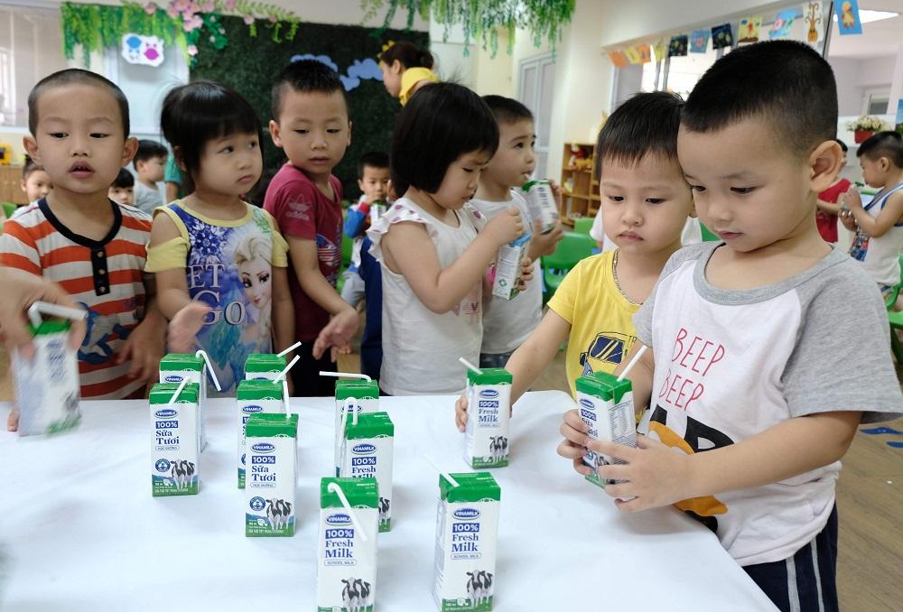 Hàng triệu ly sữa học đường cung cấp cho trẻ em thủ đô Hà Nội mỗi ngày - Ảnh 3