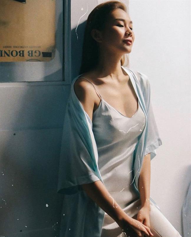 Thời trang tránh nắng nóng của sao Việt - Ảnh 1