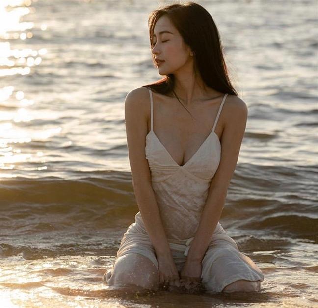 Thời trang tránh nắng nóng của sao Việt - Ảnh 4