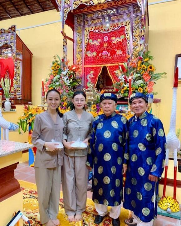 Trương Hồ Phương Nga giản dị đi hội đình vẫn đẹp rạng rỡ - Ảnh 1