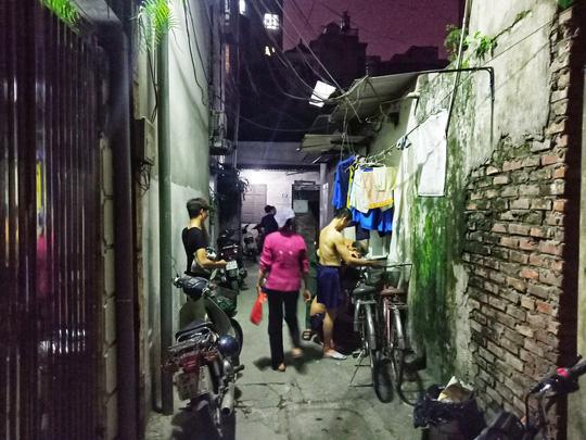 Ứa lệ trong đêm trắng ở căn nhà xập xệ của nữ công nhân môi trường tử nạn - Ảnh 5