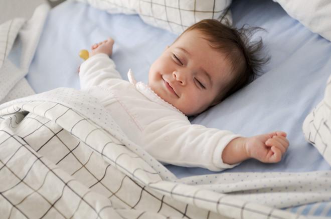 4 quy tắc vàng khi cho trẻ nằm điều hoà: Mẹ bỉm sữa nắm lấy để bảo vệ sức khỏe cho con yêu - Ảnh 1