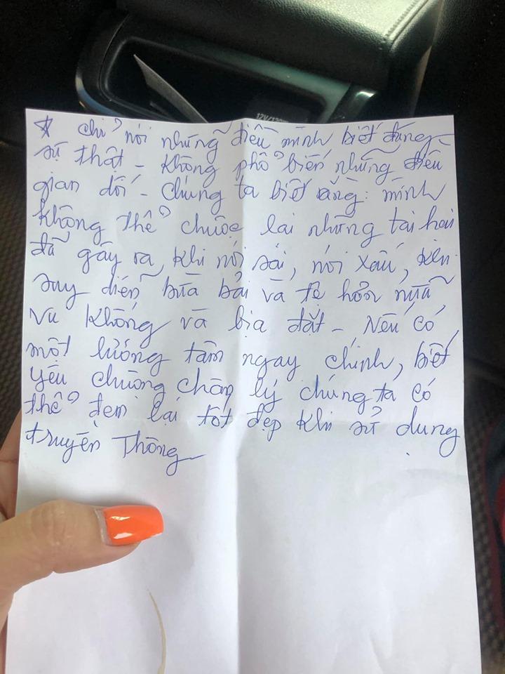 Đọc thư tay của mẹ già, MC Cát Tường rưng rưng, tự nhận bất hiếu vì mãi làm bố mẹ lo lắng - Ảnh 1