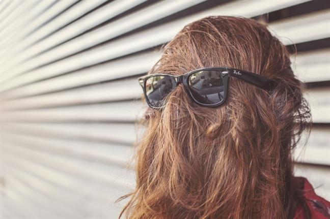 Bí quyết giúp thoát khỏi mái tóc nhờn bết vì thời tiết - Ảnh 2